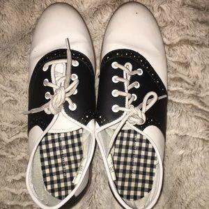 Vintage Predictions lace up Saddle Shoes 6